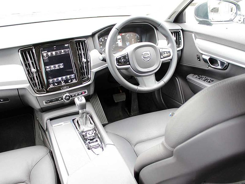 Volvo V90 D4 Momentum (A) (Park Assist, Leather)