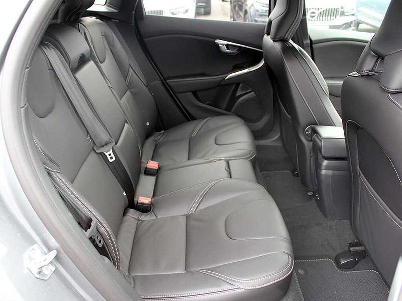 Volvo V40 D3 R-Design Edition (M) (Winter Pack, Power Driver Seat)