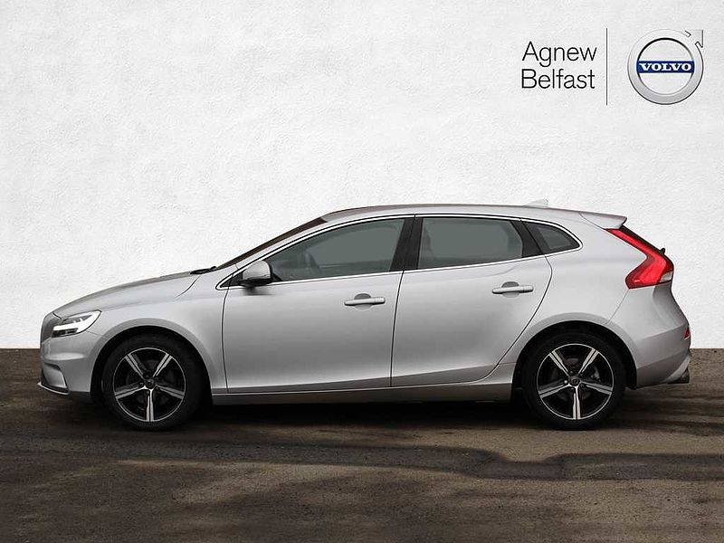 Volvo V40 T2 R-Design (M) (Rear Park Assist)